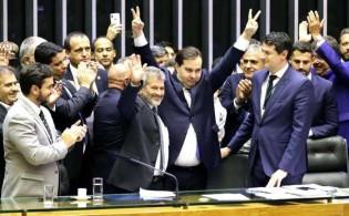 """Deputados esculacham a sociedade e aprovam o """"Fundo do Trouxas"""""""