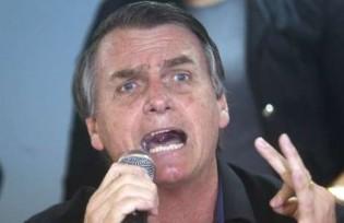 """Homem pergunta a Bolsonaro """"E o Queiroz?"""" e resposta é imediata (Veja o Vídeo)"""
