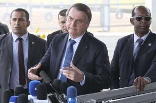 """Bolsonaro desafia a extrema-imprensa: """"Mostrem as imagens de que fui vaiado em Aparecida"""" (Veja o Vídeo)"""