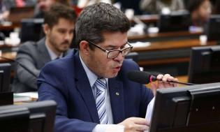 """Delegado Waldir reconhece Eduardo Bolsonaro como novo líder do PSL e pede """"arrego"""" (Veja o Vídeo)"""