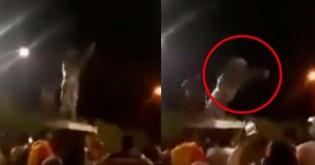 Bolivianos derrubam estátua de Hugo Chávez e reforçam mobilização contra o Foro de São Paulo (veja o vídeo)