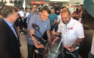 Bolsonaro compra moto e dá resposta sensacional a repórter (veja o vídeo)