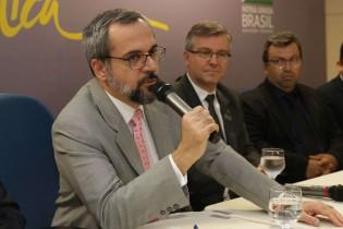 Abraham Weintraub sugere convocação da Folha na CPMI das fake news