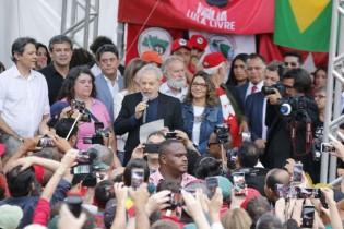 """Lula solto, mas criminoso, condenado, inelegível e sem a narrativa de """"preso político"""""""