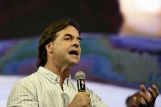 Vitória da direita no Uruguai deixa esquerdista argentino praticamente isolado na América do Sul