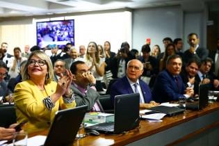 CCJ do Senado aprova prisão em 2ª instância com apenas um voto contrário, um petista