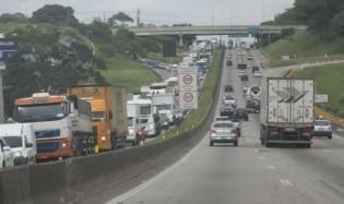 """CUT convoca greve de caminhoneiros e tem adesão """"zero"""""""