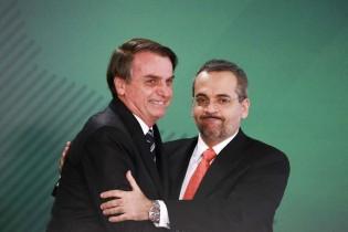 """Com Weintraub, Bolsonaro garante ministro no cargo e acaba com """"mentiras"""" da imprensa (veja o vídeo)"""
