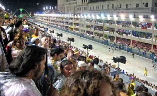 O sambódromo do Rio e a exclusividade da Globo: duas escandalosas e permanentes agressões à lei e aos direitos dos cidadãos