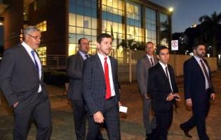 Até hoje Bolsonaro não sabe quem pagou o batalhão de advogados de Adélio. Entenda o que isto significa...