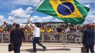 Bolsonaro renasce como ideia