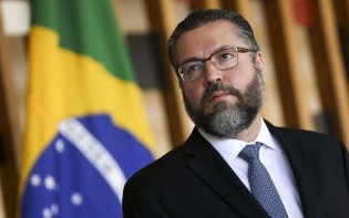 Ernesto Araújo reage a editorial da Band