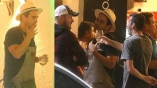 Apresentador da Globo é flagrado bebendo e fumando em bar do Rio de Janeiro