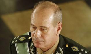 """Ministro da Defesa convoca comandantes militares para reunião """"secreta"""""""
