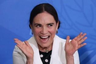 Mais perdida que cego em tiroteio, Regina Duarte precisa ser demitida