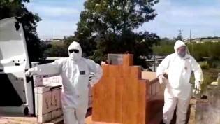 Coveiro se recusa a enterrar vítima de Covid-19 (veja o vídeo)
