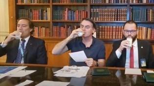 """Bolsonaro, o desafio do leite e mais uma narrativa """"podre"""" da esquerda"""