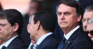 "Bolsonaro expõe a Folha: ""Chama vândalos de 'manifestantes'..."" (veja o vídeo)"