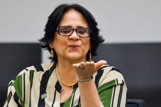 """Damares anula indenizações vitalícias concedidas pelo PT para """"perseguidos políticos"""""""