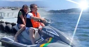 AO VIVO: De folga e feliz, Bolsonaro passeia de Jet Ski no Guarujá (veja o vídeo)