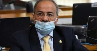 Finalmente senador 'cueca' pede afastamento do cargo