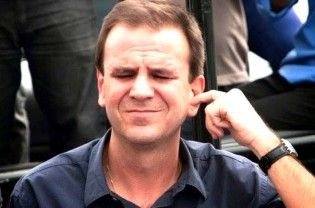 Paes demonstra enojante desonestidade quando ataca adversária por ter feito parte do governo Cabral (veja o vídeo)