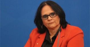 PGR abre investigação contra Damares por tentar impedir aborto e ministra vai para o enfrentamento