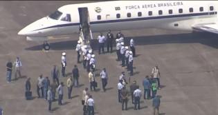 Bolsonaro voa até o Rio de Janeiro para votar (veja o vídeo)