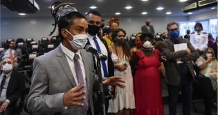 O gesto autorracista e infame do vereador do PSOL em Porto Alegre