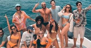 """Junto com a médica do """"fique em casa"""", Marquezine e amigas vão para ilha paradisíaca e provocam aglomeração"""