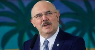 """Ministro da Educação sobe o tom e faz duras críticas ao aborto: """"Chamam de direito"""""""