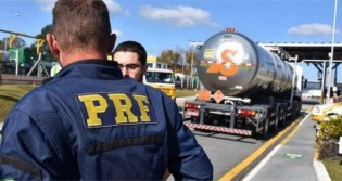 """Eficiente, PRF recupera carga roubada em """"arrastão"""" e prende bandidos"""