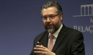 Habilidoso, Ernesto Araújo já consegue aproximação com o governo Biden