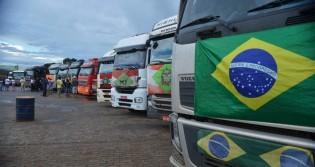 Caminhoneiros comemoram ação de Bolsonaro na Petrobras