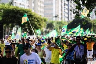 AO VIVO: Manifestações tomam conta do país / 'Aproxima-se o ponto da ruptura' / Daniel Silveira segue preso (veja o vídeo)