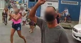 Povo se junta e expulsa fiscais e PM em São Vicente-SP (veja o vídeo)