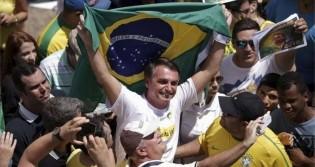 """Jornalista revela como a mudança nas Forças Armadas frustrou a esquerda e Bolsonaro garante que """"Brasil não vai abrir mão da democracia"""" (veja o vídeo)"""