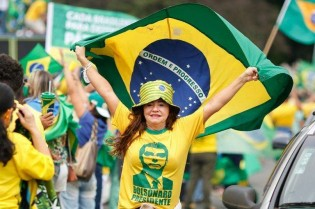 A Direita é a nova e apaixonada esposa do Brasil. A Esquerda é a EX, invejosa e vingativa, que apesar da traição, não aceita a separação