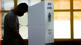 Pesquisa revela que 60% da população não confia na urna eletrônica e que quase 70% quer o voto impresso auditável
