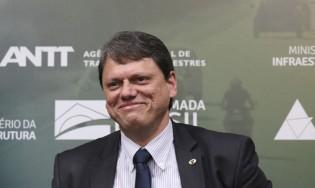 """Tarcísio é aclamado em Santa Catarina: """"Parabéns ao Brasil, que está sendo transformado pelo presidente Jair Bolsonaro"""" (veja o vídeo)"""