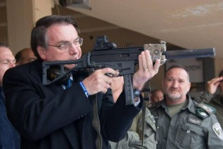 Governo Bolsonaro zera impostos de exportação de armas e munições