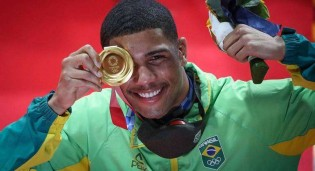 De virada, Brasileiro vence ucraniano e conquista o ouro no Boxe
