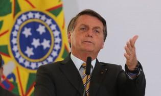 """Bolsonaro joga o jogo, muda o foco e põe em choque a """"velha mídia"""""""