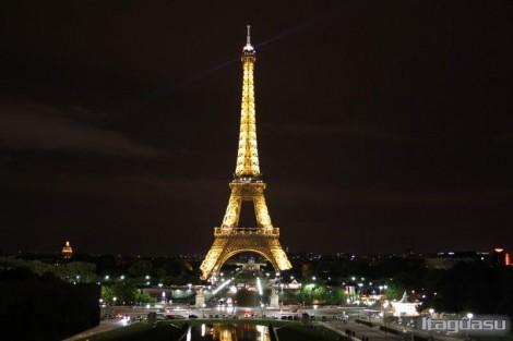 França: Funcionários fazem greve e fecham a Torre Eiffel