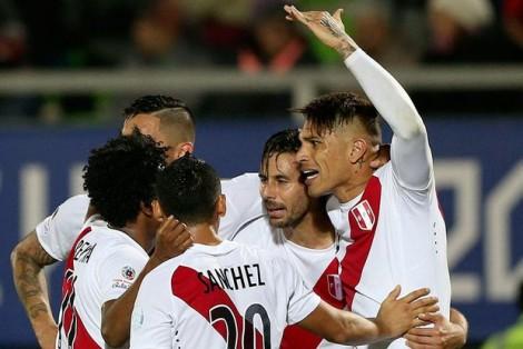 Peru vence Venezuela e embola por completo o Grupo C