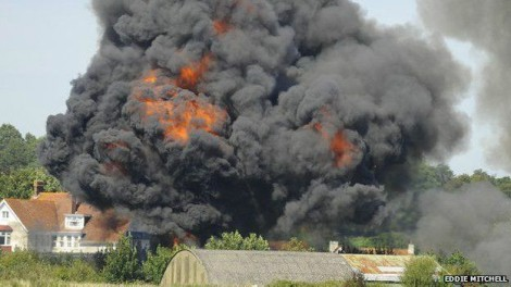 Acidente em show aéreo na Inglaterra resulta em pelo menos sete mortos