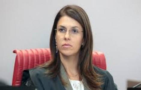 Ministra Luciana Lóssio, ex-advogada do PT, o 'Toffoli' de saias do TSE