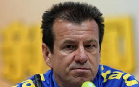 No futebol sem resultado técnicos são demitidos. Na política não...