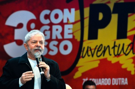 Em evento da juventude petista, Lula pede ajuda e culpa oposição por situação difícil de Dilma