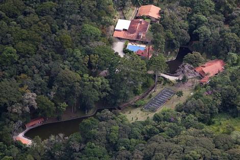 O cerco está fechando: Sítio que Lula frequentava foi reformado pela 'Odebrecht'
